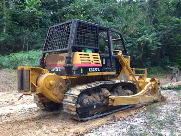 Chinese XG4221L forestry logging bulldozer with mechnical winch for Africa muddy woodland