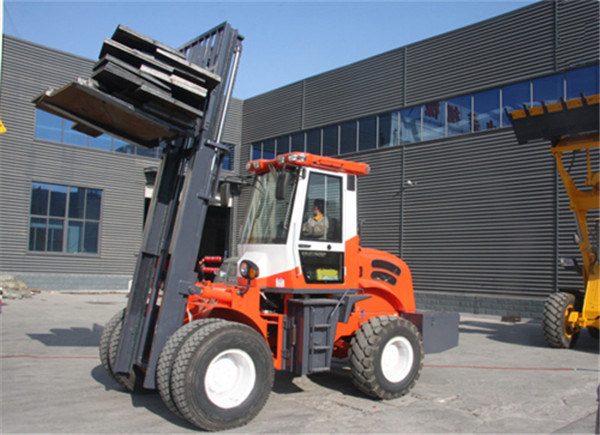 5500kg 4WD off road diesel pallet fork truck with CE made in China