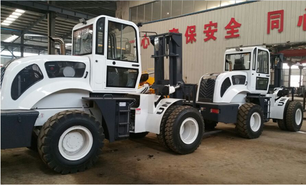 6000kg 4WD cross country  hydraulic control forklift truck with air condition
